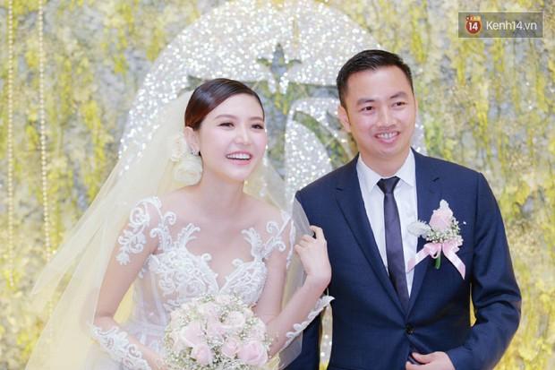 Ngọc Duyên cực xinh đẹp, hạnh phúc sánh đôi bên ông xã hơn 18 tuổi trong tiệc cưới xa hoa tại Hà Nội - Ảnh 2.