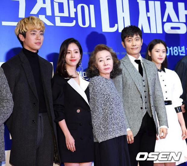 Tài tử Lee Byung Hun mời cả nửa làng giải trí đến sự kiện: SNSD thảm hại trước quân đoàn Hoa hậu, mỹ nhân - Ảnh 1.