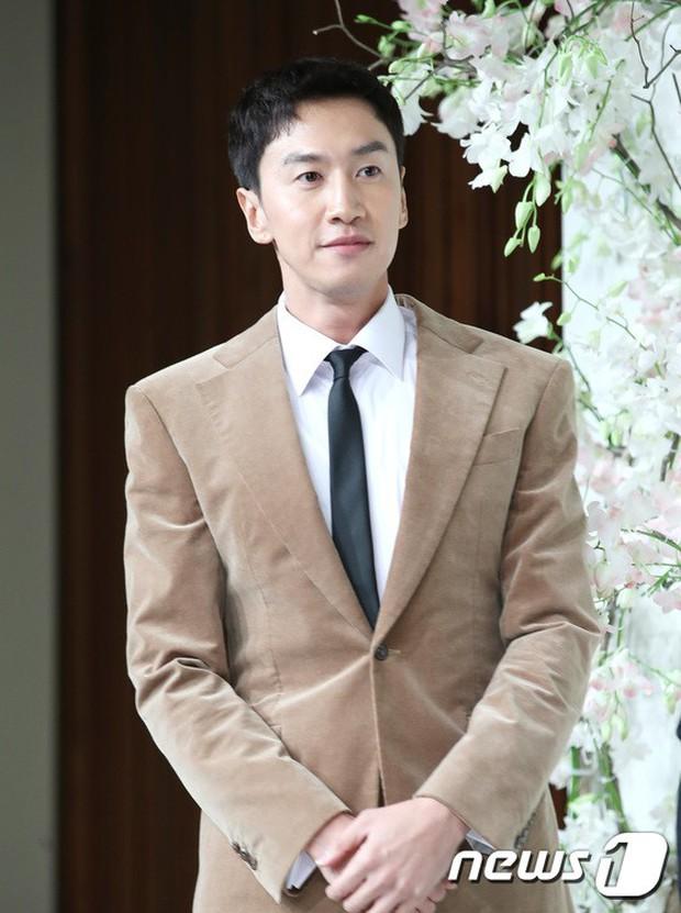 Đám cưới hội tụ toàn sao khủng: Lee Kwang Soo bỗng điển trai, Phạm Băng Băng Hàn Quốc bị mỹ nhân vô danh đè bẹp - Ảnh 6.