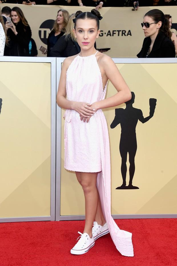 Dàn mỹ nhân Hollywood lại lộng lẫy đủ sắc màu trên thảm đỏ SAG sau phong trào diện đồ đen - Ảnh 18.