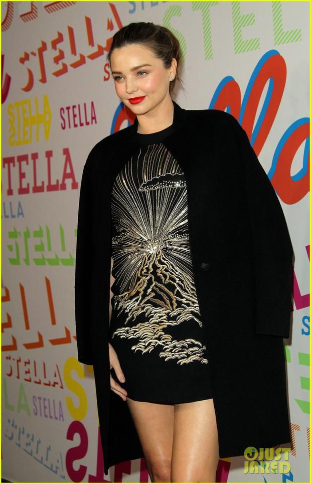 Bụng mang dạ chửa, Miranda Kerr vẫn là bông hoa xinh đẹp nhất giữa dàn sao nữ đình đám - Ảnh 3.
