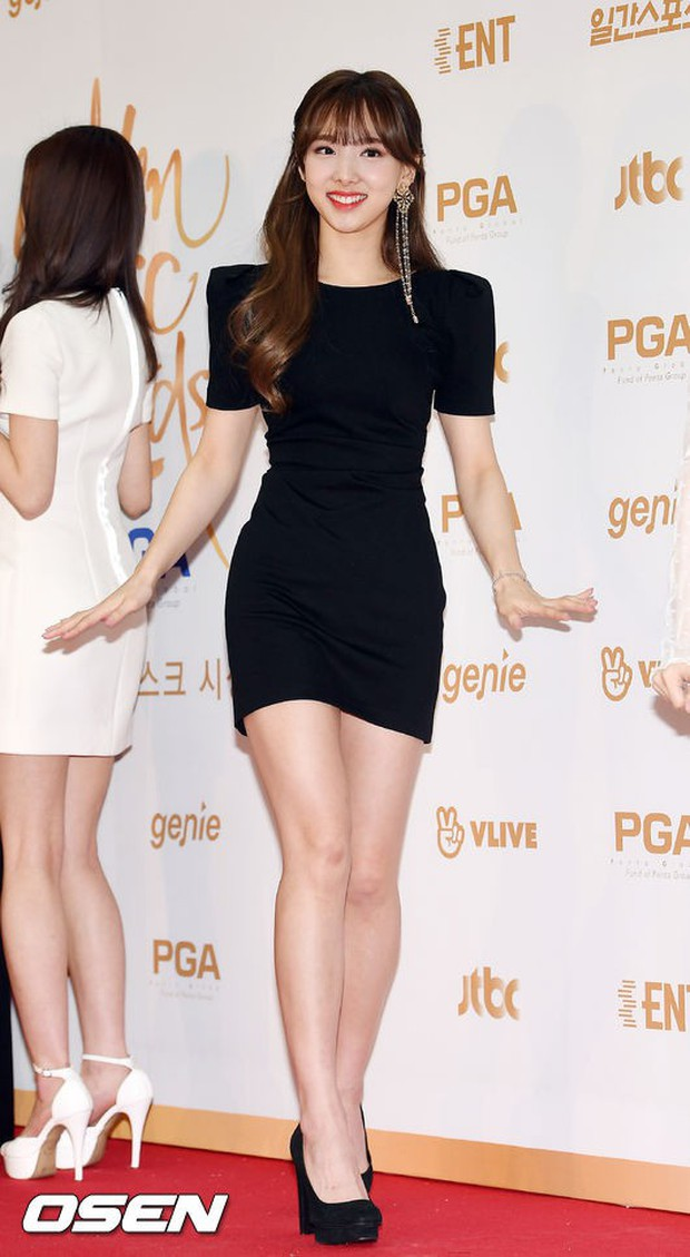 Thảm đỏ Golden Disc Awards: Bạn gái cũ Hyunbin trễ nải khoe ngực đầy bên Taeyeon diêm dúa, EXO và BTS đọ vẻ điển trai - Ảnh 16.
