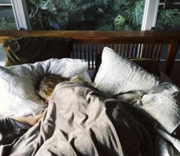 5 thứ mà con gái nên cởi bỏ trước khi đi ngủ để có giấc ngủ ngon hơn - Ảnh 3.