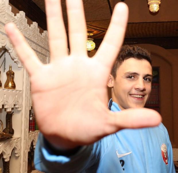Bán kết chưa diễn ra nhưng dân mạng đã gấp rút tìm info trai đẹp của U23 Qatar - Ảnh 7.