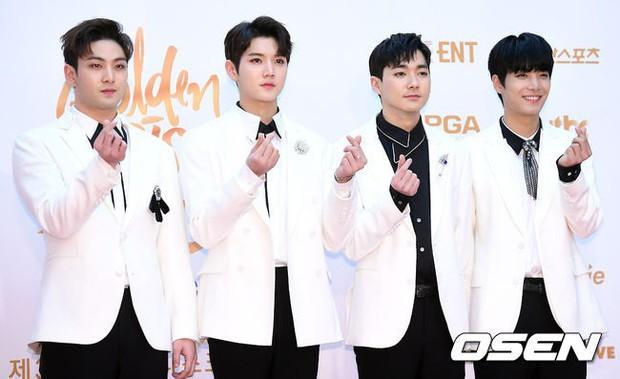 Thảm đỏ Golden Disc Awards: Bạn gái cũ Hyunbin trễ nải khoe ngực đầy bên Taeyeon diêm dúa, EXO và BTS đọ vẻ điển trai - Ảnh 36.