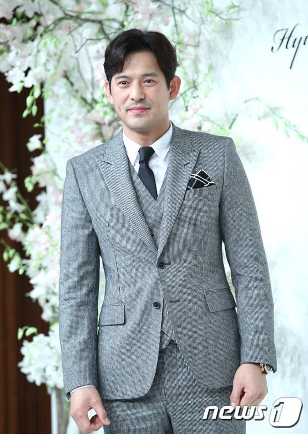 Đám cưới hội tụ toàn sao khủng: Lee Kwang Soo bỗng điển trai, Phạm Băng Băng Hàn Quốc bị mỹ nhân vô danh đè bẹp - Ảnh 22.