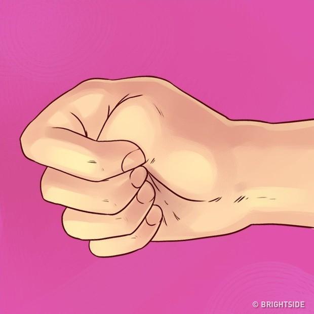 Hãy nắm tay lại, và bạn sẽ biết bí mật trong tính cách của mình là gì - Ảnh 2.