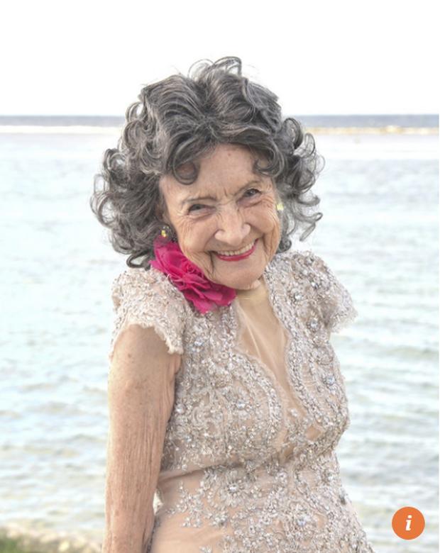 75 năm tập luyện, 57 năm giảng dạy yoga, cuộc đời của người phụ nữ 99 tuổi này như một cuốn phim tuyệt vời về cuộc sống tươi đẹp - Ảnh 1.