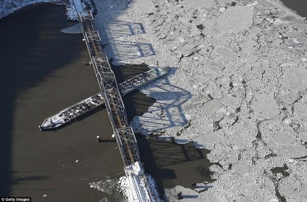 Sau trận bão tuyết kinh hoàng, thành phố New York hoang tàn, ảm đạm như trong phim Ngày Tận Thế - Ảnh 10.