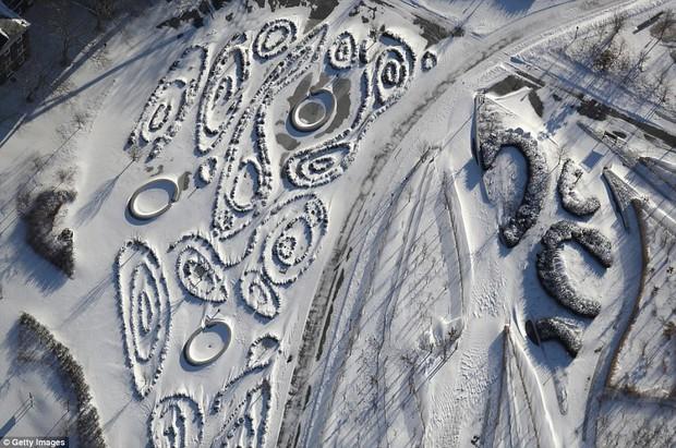 Sau trận bão tuyết kinh hoàng, thành phố New York hoang tàn, ảm đạm như trong phim Ngày Tận Thế - Ảnh 23.