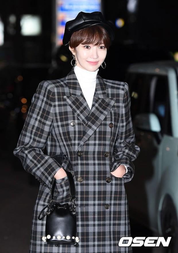 Mỹ nhân She was pretty đẹp bất chấp, Eunji (A Pink) bỗng lộ mặt trắng bệch bóng nhờn dọa fan tại tiệc mừng công - Ảnh 2.