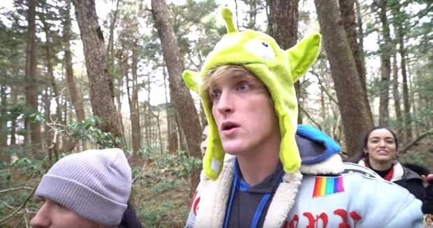 Sau video khu rừng tự tử, Youtuber nổi tiếng Logan bị vạch trần với nhiều trò lố, phản cảm và phân biệt chủng tộc tại Nhật - Ảnh 1.