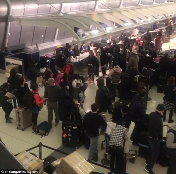 Khung cảnh hỗn loạn tại sân bay JFK sau bom bão tuyết: Hơn 6000 chuyến bay bị hủy bỏ, 2 vụ va chạm máy bay xảy ra - Ảnh 7.