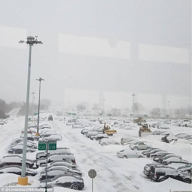Khung cảnh hỗn loạn tại sân bay JFK sau bom bão tuyết: Hơn 6000 chuyến bay bị hủy bỏ, 2 vụ va chạm máy bay xảy ra - Ảnh 14.