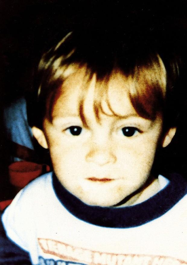 Vụ án chấn động nước Anh: Hai kẻ sát nhân 10 tuổi tra tấn, giết hại bé trai 3 tuổi và nỗi day dứt của bà mẹ vì rời mắt khỏi con chỉ 1 phút - Ảnh 1.