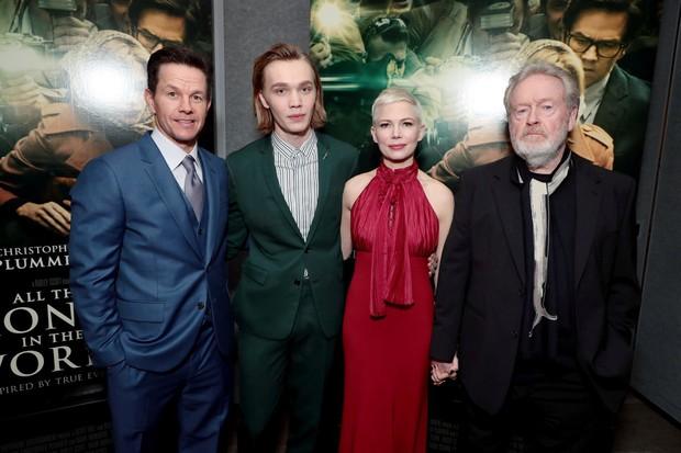 Hollywood bất bình khi nam tài tử Mark Wahlberg được trả lương cao gấp 1.500 lần bạn diễn nữ - Ảnh 2.