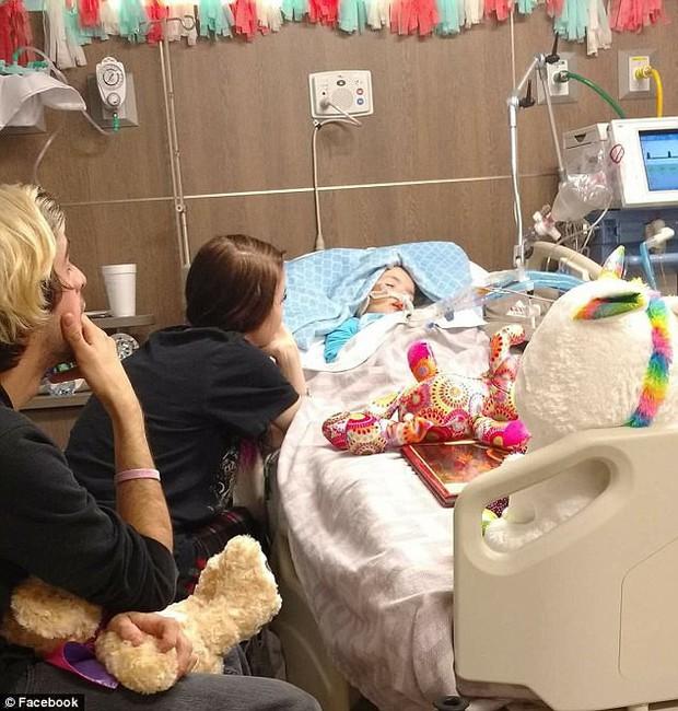 Cùng lúc chứng kiến con gái và bố ruột chết dần ngay trước mắt, người phụ nữ đăng tấm hình đau lòng khiến ai cũng xúc động - Ảnh 3.