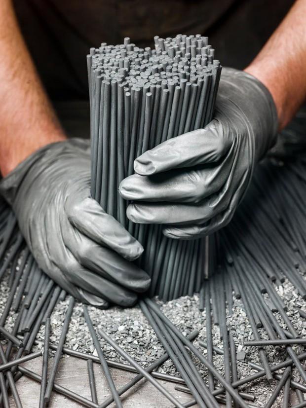 Đột nhập một trong những nhà máy sản xuất lõi bút chì cuối cùng của Mỹ, tất cả thực sự rất tuyệt vời - Ảnh 1.
