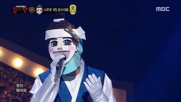 Hát bài tập luyện suốt 3 năm, thành viên boygroup tên tuổi vẫn phải lột mặt nạ trong show giấu mặt - Ảnh 1.