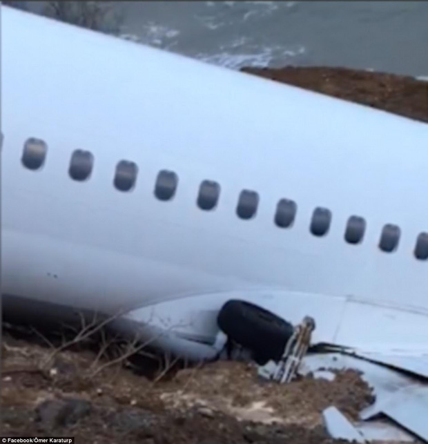 Máy bay lao thẳng xuống biển sau khi hạ cánh, 168 người sống sót an toàn, tránh được thảm kịch hàng không - Ảnh 12.