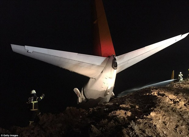 Máy bay lao thẳng xuống biển sau khi hạ cánh, 168 người sống sót an toàn, tránh được thảm kịch hàng không - Ảnh 4.