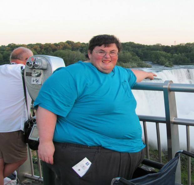 Bác sĩ nói nếu không giảm cân thì chỉ còn sống được 3 tháng, người đàn ông hạ quyết tâm giảm liền hơn 220kg - Ảnh 1.
