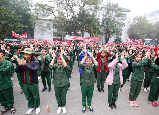 Hoa hậu Đỗ Mỹ Linh cùng hàng ngàn sinh viên tham dự khai mạc ngày hội hiến máu Chủ Nhật Đỏ 2018 - Ảnh 1.