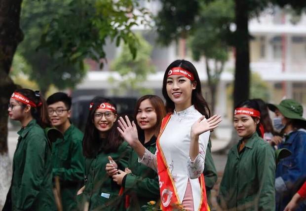 Hoa hậu Đỗ Mỹ Linh cùng hàng ngàn sinh viên tham dự khai mạc ngày hội hiến máu Chủ Nhật Đỏ 2018 - Ảnh 3.