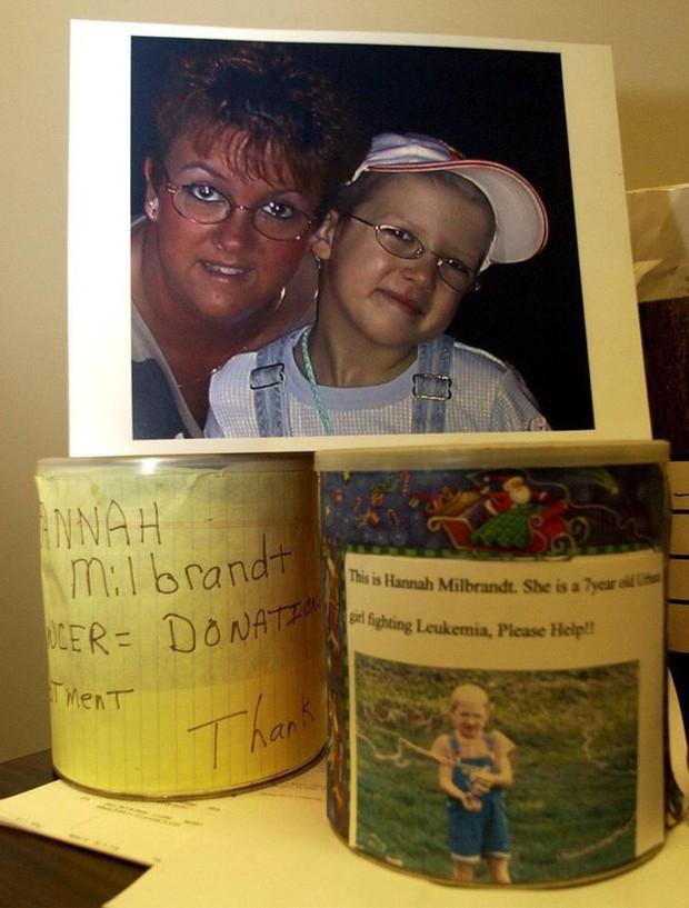Con gái mới 7 tuổi, bà mẹ bắt cạo đầu giả ung thư để thực hiện âm mưu lừa đảo khủng khiếp - Ảnh 2.