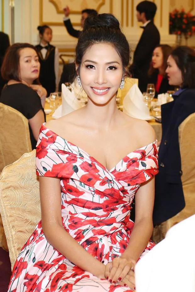 """Kể từ khi dự thi Hoa hậu Hoàn Vũ Việt Nam 2017, Hoàng Thùy lột xác hẳn với style """"bánh bèo"""" - Ảnh 11."""