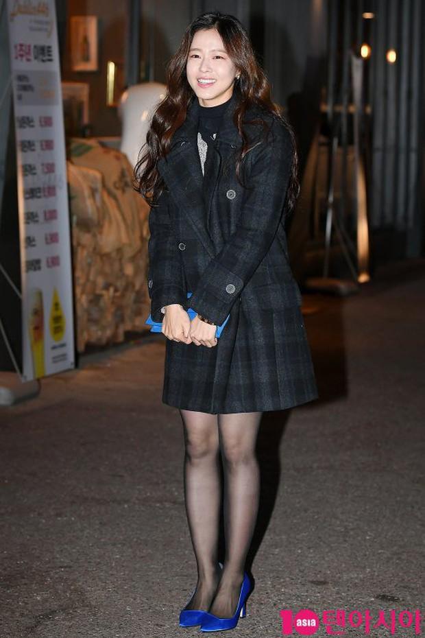 Mỹ nhân She was pretty đẹp bất chấp, Eunji (A Pink) bỗng lộ mặt trắng bệch bóng nhờn dọa fan tại tiệc mừng công - Ảnh 12.