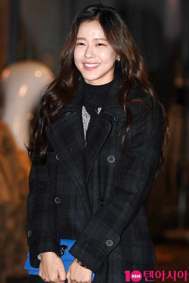 Mỹ nhân She was pretty đẹp bất chấp, Eunji (A Pink) bỗng lộ mặt trắng bệch bóng nhờn dọa fan tại tiệc mừng công - Ảnh 13.