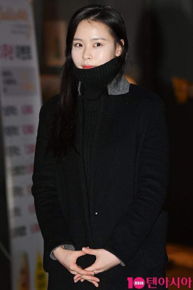 Mỹ nhân She was pretty đẹp bất chấp, Eunji (A Pink) bỗng lộ mặt trắng bệch bóng nhờn dọa fan tại tiệc mừng công - Ảnh 15.