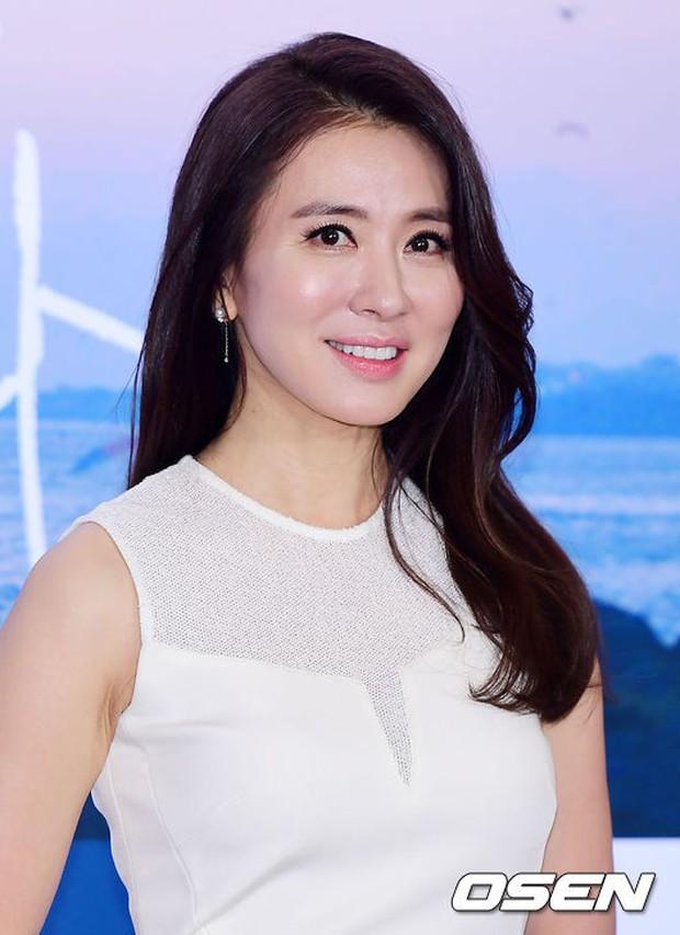 Park Bo Gum và Jung Hae In đụng độ: Fan nữ vừa mất máu, vừa không biết chọn ai đẹp hơn - Ảnh 16.