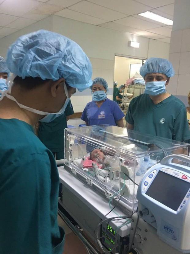 Vừa chào đời, ruột và gan bé sơ sinh 39 tuần tuổi đã lòi ra ngoài - Ảnh 3.