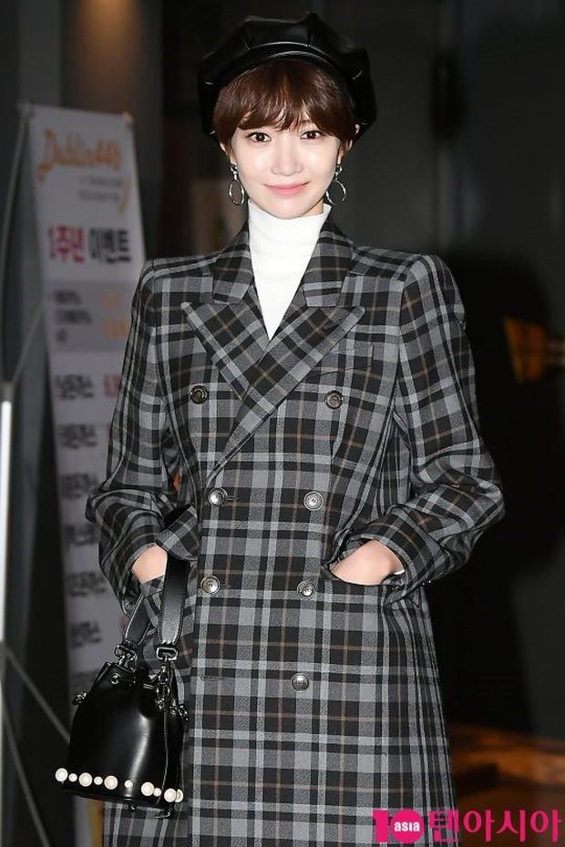 Mỹ nhân She was pretty đẹp bất chấp, Eunji (A Pink) bỗng lộ mặt trắng bệch bóng nhờn dọa fan tại tiệc mừng công - Ảnh 3.