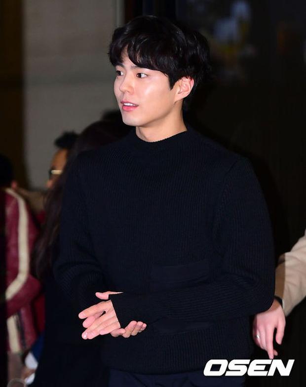 Park Bo Gum và Jung Hae In đụng độ: Fan nữ vừa mất máu, vừa không biết chọn ai đẹp hơn - Ảnh 3.