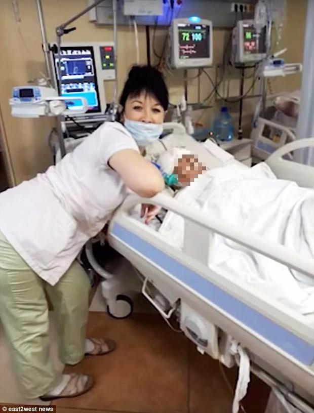 Trói thi thể bệnh nhân lên giường để làm trò cười selfie, nữ y tá khiến dư luận vô cùng phẫn nộ - Ảnh 2.