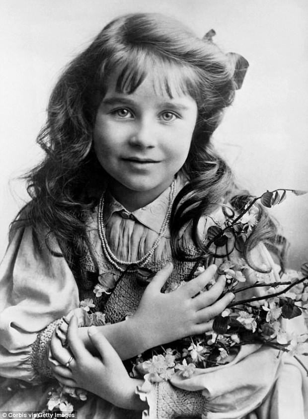 Tiểu Công chúa Charlotte vui tươi trong ngày đầu tiên đến trường mẫu giáo - Ảnh 4.