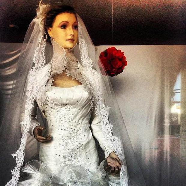 Bí ẩn chuyện cửa hàng váy cưới dùng xác ướp người chết làm ma-nơ-canh, hơn 80 năm rồi vẫn chưa có câu trả lời thuyết phục - Ảnh 4.
