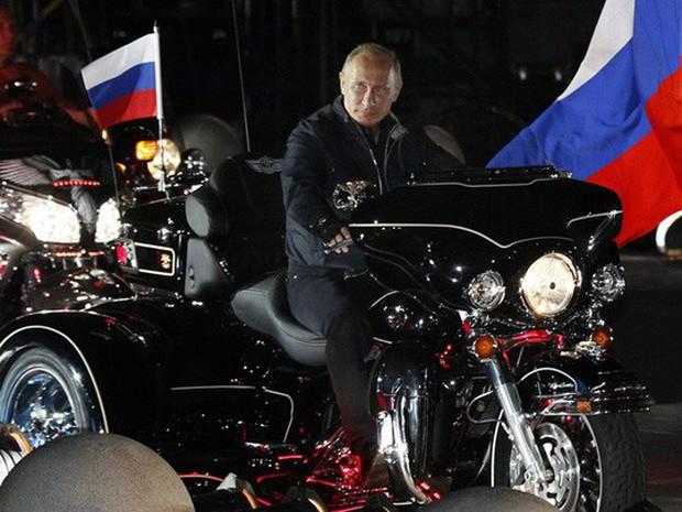 Ông Putin cởi trần, ngâm mình trong hồ nước băng giá - Ảnh 5.