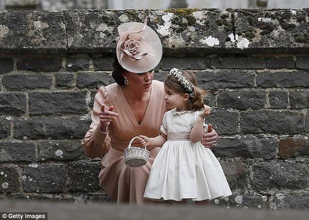 Tiểu Công chúa Charlotte vui tươi trong ngày đầu tiên đến trường mẫu giáo - Ảnh 6.