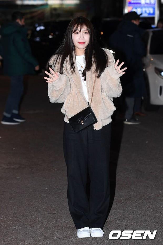 Mỹ nhân She was pretty đẹp bất chấp, Eunji (A Pink) bỗng lộ mặt trắng bệch bóng nhờn dọa fan tại tiệc mừng công - Ảnh 7.