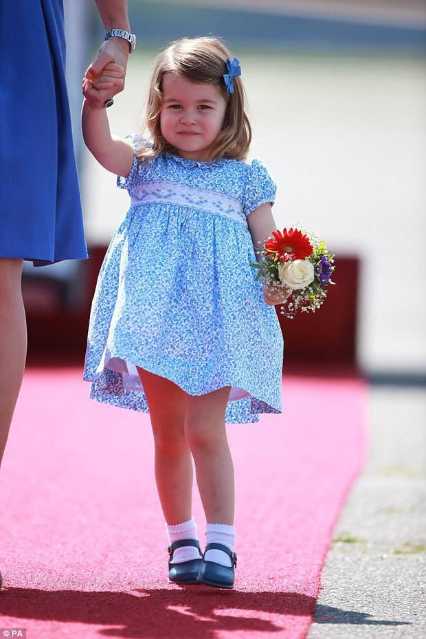 Tiểu Công chúa Charlotte vui tươi trong ngày đầu tiên đến trường mẫu giáo - Ảnh 7.