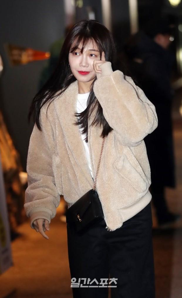 Mỹ nhân She was pretty đẹp bất chấp, Eunji (A Pink) bỗng lộ mặt trắng bệch bóng nhờn dọa fan tại tiệc mừng công - Ảnh 8.