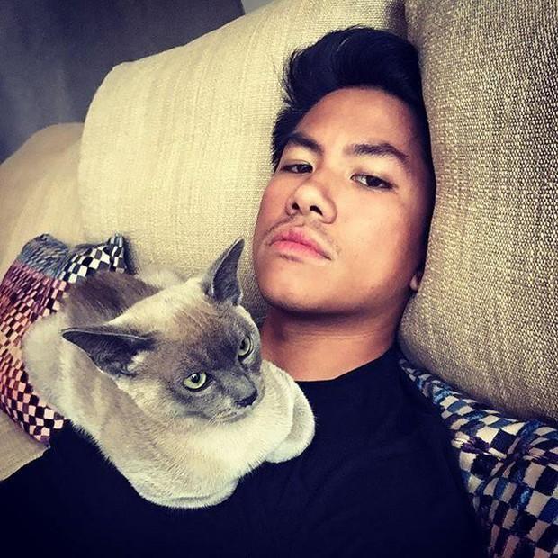 Chân dung hoàng tử nổi tiếng Brunei: Đẹp trai sáng láng, cuộc sống xa hoa ngút trời lại có tới 747 nghìn follower Instagram - Ảnh 8.