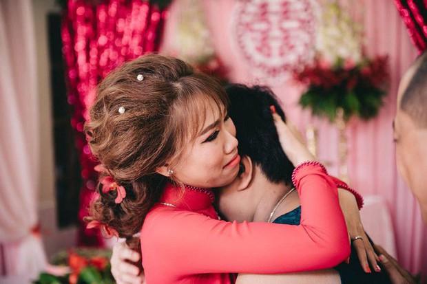 Câu chuyện đằng sau hành trình yêu thương của cô em gái bị não úng thủy dặn chị trong ngày cưới: Chị lấy chồng, đừng bỏ Lan nha! - Ảnh 9.