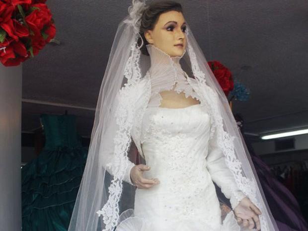 Bí ẩn chuyện cửa hàng váy cưới dùng xác ướp người chết làm ma-nơ-canh, hơn 80 năm rồi vẫn chưa có câu trả lời thuyết phục - Ảnh 9.