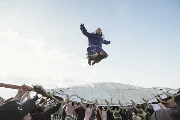 Cuộc sống thử thách lòng gan dạ của thợ săn vùng Bắc Cực: Sẵn sàng đương đầu với bão tuyết và cơn thịnh nộ của cá voi - Ảnh 9.