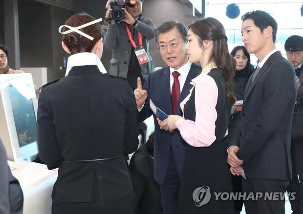 Sau vợ Song Hye Kyo, đến lượt Song Joong Ki lịch lãm, điển trai dự sự kiện tầm cỡ cùng Tổng thống Hàn - Ảnh 3.